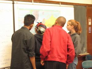 Students_at_map